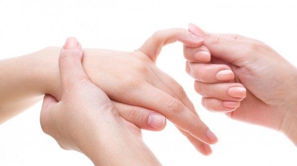 Трещины на пальцах рук причины — Пальцы рук и ног