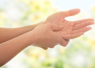 Как снять отек и боль в суставе руки?