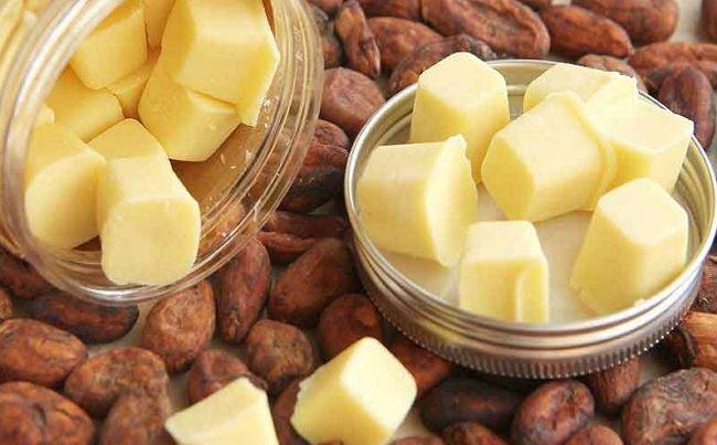 Кусочки масла какао на бобах